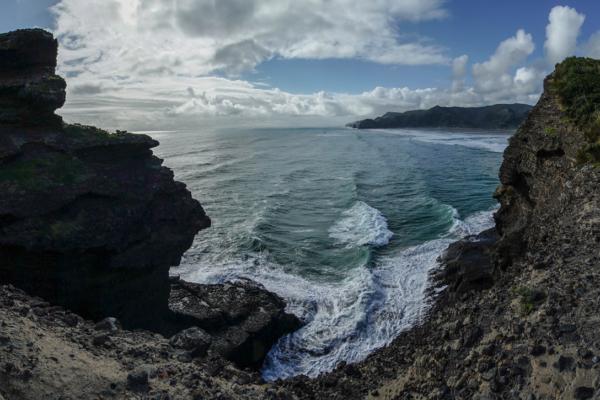Waves-on-rocks